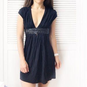 Gracia Black Sleeveless V-Neck Dress